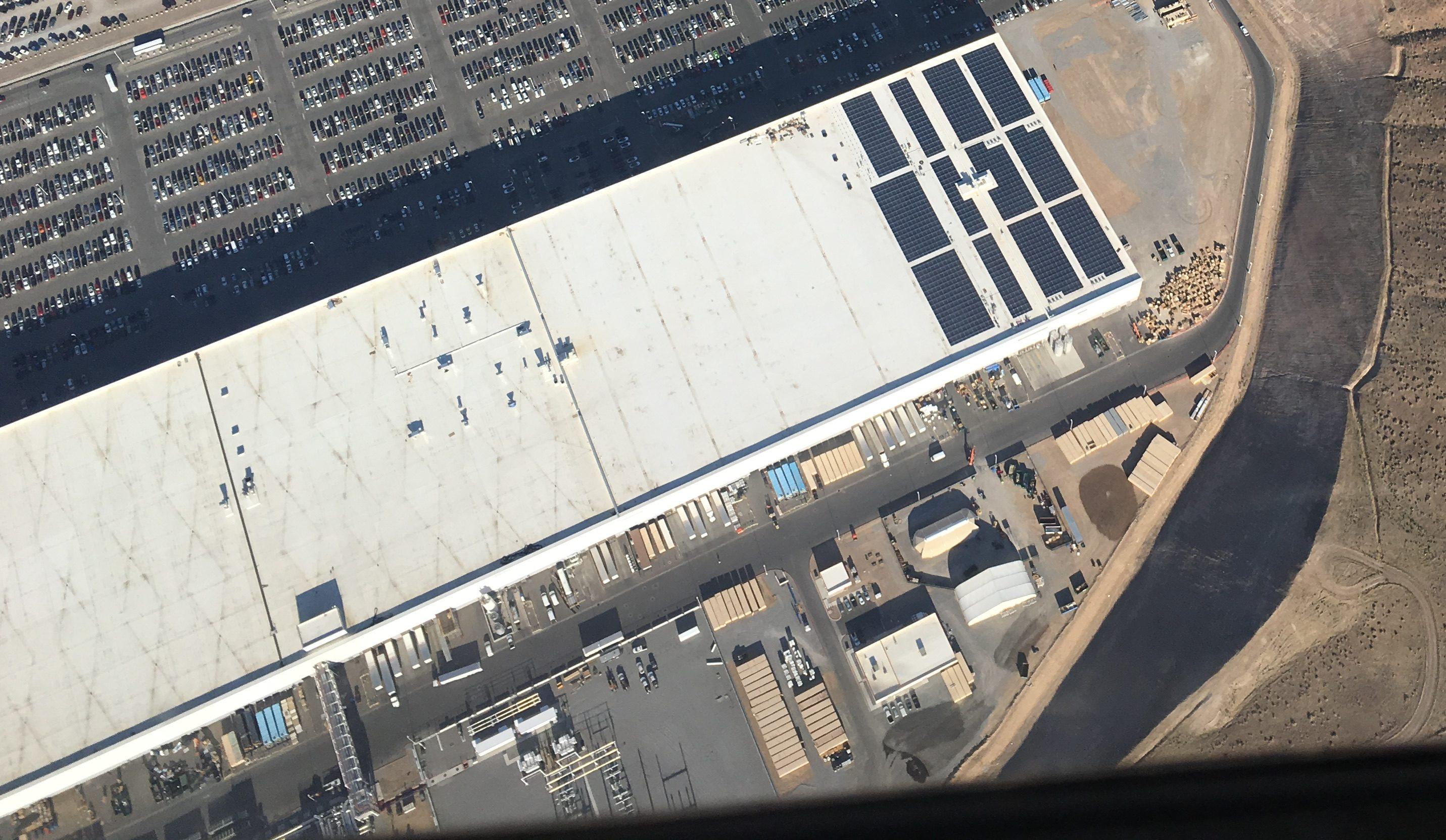tesla-gigafactory-solar-array-aug-29